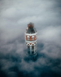 Мариуполь. Водонапорная башня в облаках