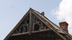 Дерев'яне різьблення на одній із хат