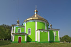 Бічний фасад храму