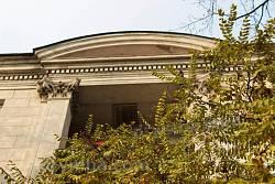 Ніша-балкон на фасаді