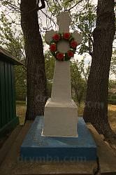 Новый памятный крест возле часовни