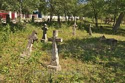 Кам'яні хрести на польському цвинтарі