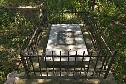 Сучасний надгробок роду Маковських