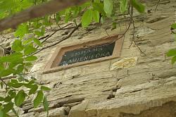 Табличка на Кам'янецькій брамі