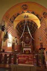 Головний вівтар костелу Святої Трійці у Окопах