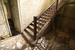 Сходи на другий поверх