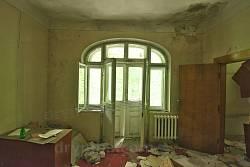 Вікно головної зали та вихід на балкон
