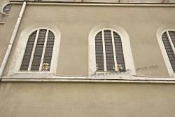 Бічні вікна нижнього ярусу