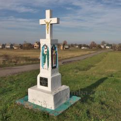 Придорожный крест (фигура) с рельефами (с.Гончаровка, Львовская обл.)
