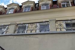 Верхня частина заднього фасаду