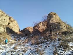 Скалы в селе Сарники