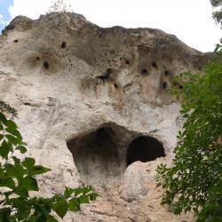 Травертинова скеля над Дністром, печера пустельника, водоспад (с.Литячі, Тернопільська обл.)