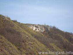 Скеля біля села Литячі. Вигляд знизу