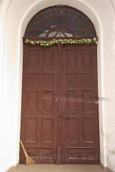 Автентичні двері храму
