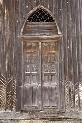 Главный вход. Резные двери