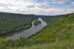Панорама Дністрової долини зі скелі