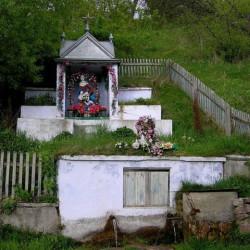 Источник - часовня (с.Литячи, Тернопольская обл.)