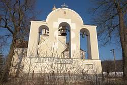 Колокольня возле храма (1995)