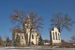 Общий вид комплекса церкви Покрова Богородицы в селе Черемошня