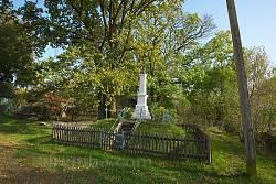 Придорожній хрест у центрі села