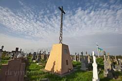 Пам'ятник на могилі о.Володимира Кальби