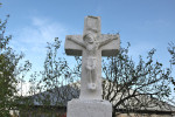 Хрест біля дзвіниці
