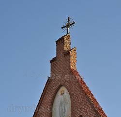 Хрест на фронтоні