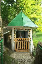 Часовня св.Онуфрия в стволе дерева